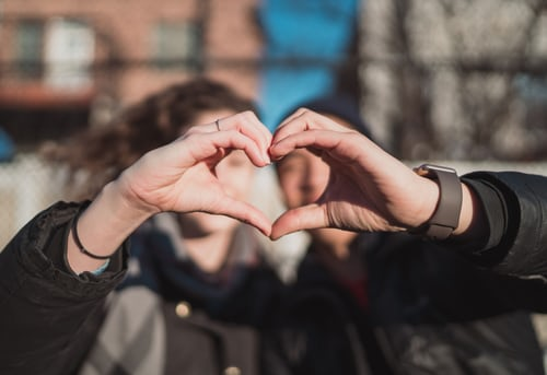 9 Actions qui révèlent ses vrais sentiments pour vous !